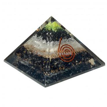 Tourmalin with Selenite Orgone Pyramid